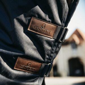 Kentucky Horsewear hals utetäcke classic detalj